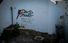 David Bowie VS Britney Spears II (Simon Fataal) Tags: fuerteventura kanarische insel canary island wall graffiti david bowie britney spears mauer
