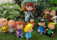 Sweet Auguste took the Gang out to the Garden..... (Kewty-pie) Tags: dress gang knit peanuts snoopy blythe charliebrown custom beret schroeder marcie auguste frieda peppermintpatty pigpen sallybrown lucyvanpelt linusvanpelt littleonebao taradolls