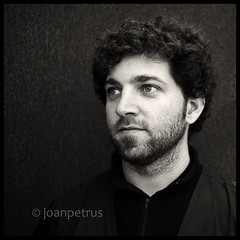 (joanpetrus) Tags: light bw white black face look youth square beard eyes expression young monotone nb bn squareformat soul 20mm visual schwarzweiss squared rostro barba visage 500x500 pancakelens incoloro