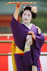 Maiko-san (Teruhide Tomori) Tags: portrait japan dance kyoto performance maiko   kimono tradition japon odori     canonef300mmf28lis  canoneos5dmark