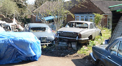 1969 JAGUAR 420 G AND 1970S DAIMLER 4.2 (Yugo Lada) Tags: old classic cars abandoned 1969 car photo sitting g rusty 420 retro vehicle parked jaguar westcott rare hoarder veh544g