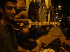 eu sou da amrica do sul (Barbara Reccanello) Tags: brazil music southamerica yellow brasil hippies cantor banjo guys musica par belm amricadosul yellowlight tocador musicaurbana urbanmusic cantador luzamarela venezuelano