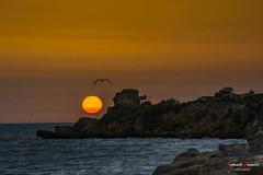 La muralla (Antonio Camelo) Tags: nikon nature naturaleza night noche naranja sky sea sol sunset sun orange ocean oceano olas waves roca rock