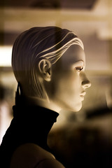 The Observer (Livietta) Tags: padova manichino mannequin plasticpeople profilo profile portrait ritratto vetrina shoppingwindow