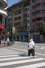 La temperatura en Oviedo (Jusotil_1943) Tags: termometro digital temperatura tiempo oviedo gente seales trafico