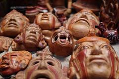 Anglų lietuvių žodynas. Žodis clay-coloured reiškia molio spalvos lietuviškai.