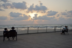 Couples (Dan_lazar) Tags: bein hazmanim tel aviv israel orthodox religious       beach sea port couples
