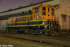 Switcher at night in Kansas City Mo. (Machme92) Tags: bnsf burligrton bn emd geep missouri sky nightshots nikon railroad railfanning railroads railfans rails rail row railroading railfan trains trainrace tracks