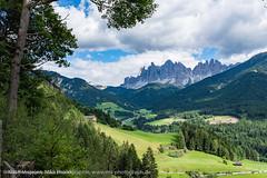 Dolomitenlandschaft aufgenommen im Villnsser Tal - Dolomites landscape photographed in Val di Funes (klausmoseleit) Tags: jahreszeit sommer orte villnsstal alpen sdtirol villns trentinoaltoadige italien it