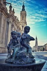 Fuente en la Plaza del Pilar (Javier_Subias) Tags: zaragoza aragon plaza pilar square basilica virgen virgin landsacpe paisaje cielo sky nubes clouds escozkor subas fuente fontaine