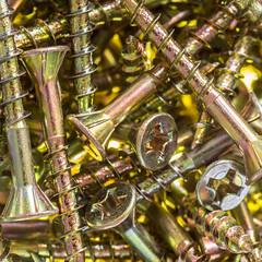 screw (Mange J) Tags: k3ii magnusjakobsson pentax sverige sweden tamronspaf90mmf28 backlight fargstarkminimalism gold golden macro makro pile screw
