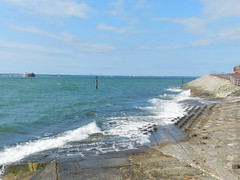 The Solent, Portsmouth,  Sep 2016 (allanmaciver) Tags: solent sea water warm weather blue skies south coast england southsea portsmouth ramp concrete waves motion watch