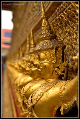 Little Gold Guardians - Inside The Grand Palace Bangkok (Uccio81) Tags: thailand gold dc little bangkok sony sigma grand palace ob inside 18200 guardians the fotocamera 3563 uccio81 photographyforrecreation dslra580