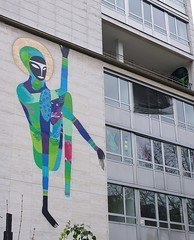 Yoga figure gone wrong with loss of limb :) (sylvie bergere) Tags: graffiti guimaraes frankfurtmain rimon akademie kfw