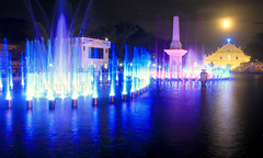 dancing fountain (Dean Pazkye) Tags: dancingfountain ilocossur vigancathedral vigancity itsmorefuninthephilippines