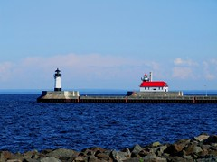 Duluth Lighthouse (Michiale Schneider) Tags: duluth lake lighthouse red water light michialeschneiderphotography minnesota landscape architecture building blue metal canalpark