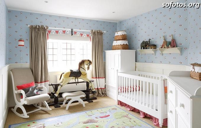 Quarto de bebê com cavalinho