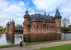 Kasteel de Haar close to Utrecht - some think it's the most beautiful Dutch castle (Maria_Globetrotter) Tags: travel holland castle tourism water netherlands beautiful dutch museum architecture canon reflections japanese design spring arquitectura europe day photographer exterior cloudy postcard famous nederland eu kitsch landmark visit tourists most national stunning planet lonely typical chateau schloss iconic  paysbas chteau  castillo pases geographic architectuur vackra  arkitektur kasteel holand vr lightroom bajos  slott nederlnderna 650d 1585 vackert larchitecture   mariaglobetrotter