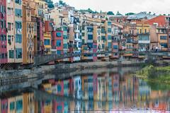 Gerona. (Carmen T. Chaguaceda) Tags: agua arquitectura colores fachadas gerona puentes reflejos rioonyar simetra urbanas