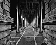 Le dernier tango  Paris/Bertolucci-View (floressas.desesseintes) Tags: paris birhakeim metro underground brando derniertango bertolucci ultimotangoaparigi viadukt viaduc hochbahn film movie location schwarzweis