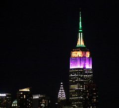 In honor of the PGA Tour and #FedExCup Playoffs, the Empire State Building's lights shine in purple, orange and green. (apardavila) Tags: fedexcupplayoffs chryslerbuilding empirestatebuilding hoboken manhattan newyorkcity nyc skyline skyscraper