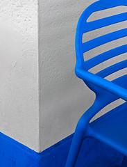 blu chair (Rino Alessandrini) Tags: sedia astratto minimalista geometria muro bianco blu linee forme bicolore plastica angolo geometrie abstract minimalist geometry chair blank blue wall lines forms twotone plastic corner geometries