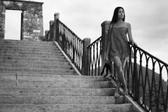 Look away (Gabriel Lira) Tags: look sguardo mirada scale escalera stairs feltre canon 70d ringhiera baranda ragazza muchacha girl dress scalza descalza zapatos shoes tacos heels tacchi scarpe porta