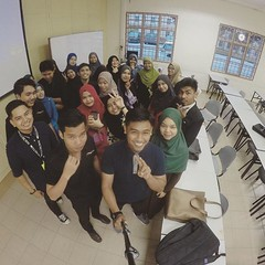 #tb last class for ELC270. After this, there are no ELC class forever, gonna miss that. Thanks for madam Aslah because teach us.  #uitm #uitmkedah #uitmmerbok #xoxo #picoftheday #selfieoftheday (faidhiabdul) Tags: instagramapp square squareformat iphoneography uploaded:by=instagram reyes