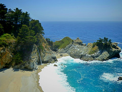 McWay Falls Pacific Coast Highway (yourusacityguide.com) Tags: mcway falls pacificcoast highway1 california bigsur waterfall beach ocean pacific route1 waves tourist cliche