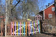 Tystnad på Landet (auzgos) Tags: hus landet färger staket växthus tystnad fotosondag fs130407