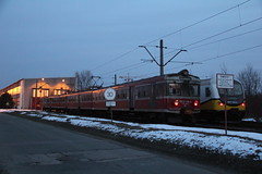 PR EN57-1419 , Wrocaw Gwny depot 25.03.2013 (szogun000) Tags: railroad electric set night train canon tren lights hall nightshot shed poland polska rail railway depot commuter emu pr passenger trem treno ezt regio wrocaw pkp pocig  lowersilesia dolnolskie dolnylsk en57 wrocawgwny przewozyregionalne maintenancefacility canoneos550d canonefs18135mmf3556is en571419