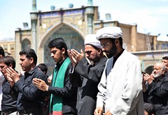 The praying muslims in Hazrat-e Masumeh (Franx') Tags: iran qom hazratemasumeh