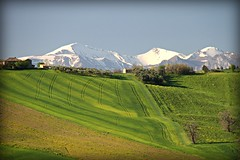 (claudiophoto) Tags: italy panorama snow montagne landscape landscapes spring marche paesaggio monti sibillini parconazionale paesaggiitaliani paesaggidellemarche blinkagain flickrbronzetrophygroup marchepaesaggi fotodellemarche