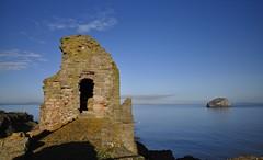 Tantallon Castle, East Lothian, Scotland (Belhaven2011) Tags: castle history golf scotland nikon day ruin historic clear muirfield tantalloncastle eastlothian britishopen 1685 2013 openchampionship muirfieldgolfcourse 1685mm nikond5000 opengolfchampionship belhaven2011 johnlawsonbelhaven