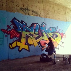 Drop it like its hot! (missREDS_AM7) Tags: sunset graffiti spraypaint graff reds 004 am7 amseven fewandfar 004connec fewfar missreds