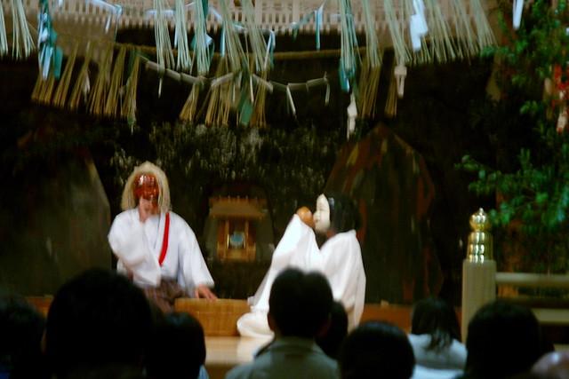 高千穂名物の夜神楽 高千穂神社