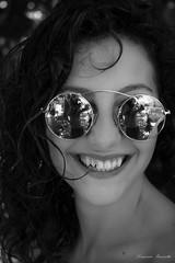 Effetto specchio (bauscia99) Tags: sorrisi smile eyes glass sun summer girl woman portrait biancoenero blackandwhite bw bn ritratto fashion model family holiday