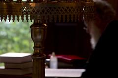 Logos (ramosblancor) Tags: humanos humans religin religion ortodoxos orthodox cura priest leyendo reading verbo logos catedral cathedral metrpoli atenas athens grecia greece