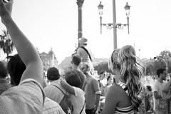 (Vctor Mndez (VM FotoVisual)) Tags: vmfotovisual vmfotovisualstreet streetphotography fotografacallejera blackandwhite blancoynegro evento event pride gente chica people girl barcelona canon600d