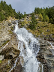 Waterfall in Pravieux Valsavarenche (buliro) Tags: mountains montagne montagnes alpi alpes alps vda valledaosta valle daosta daoste valle valledaoste aostavalley valsavarenche granparadiso parco nazionale grand paradis national park larch conifers mlzes larice conifere
