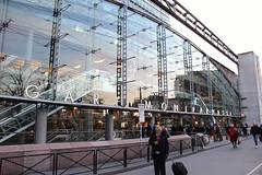 Paris - Gare Montparnasse (corno.fulgur75) Tags: pars parigi parijs pary pa iledefrance france francia frana frankrijk frankreich frankrig frankrike francja francie architecture 15earrondissement necker garedeparismontparnasse garemontparnasse parismontparnasserailwaystation montparnasserailwaystation railwaystation gare eugnebeaudouin beaudouin urbaincassan cassan louisdehomdemarien dehomdemarien homdemarien raymondlopez lopez jeansaubot saubot mainemontparnasse offices bureaux february2016 porteocane