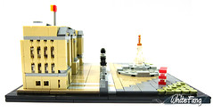 Side view of the Buckingham Palace (WhiteFang (Eurobricks)) Tags: lego architecture set landmark country buckingham palace victoria elizabeth royal royalty family crown jewel imperial statue tourist united kingdom uk micro bus taxi