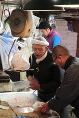 Tsukiji Fish Market (Toni Kaarttinen) Tags: japan  japonia    jap japonsko jaapan  japani japon xapn    japn jepang an tseapin giappone  japna japonija  japo  japonska japn hapon  japonya nht bn tokyo tokio japanese tsukijifishmarket tsukiji fish market fishmarket man men weighting