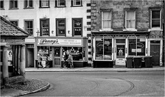 Barnard Castle  . (wayman2011) Tags: fujifilmx100 lightroom tclx100 wayman2011 bw mono shops cafes people street markettowns pennines dales teesdale barnardcastle countydurham uk