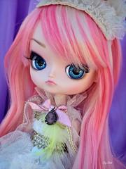 Little Princess (Bell) Tags: dal loa victorine de petit doll groove pink