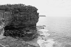 The Gap (lukedrich_photography) Tags: australia oz commonwealth        newsouthwales nsw canon t6i canont6i history culture sydney       metro city watsons bay harbour suburb southhead peninsula seaside thegap gap bluff tasmansea woollahra cliff geology sandstone sea ocean pacific wave overlook viewpoint skyline