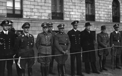 Militrparade foran Slottet. (Riksarkivet (National Archives of Norway)) Tags: worldwar2 secondworldwar quisling krigen vidkunquisling andreverdenskrig okkupasjonstiden