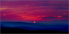 Sunset (Jas Bassi) Tags: pink sunset beautiful nikon pa jas pinksunset pocono jassi 2470mm beautifulsunset d90 eveningsunset romanticsunset nikond90 sunsetinmountain jasbassi pennsalvaniya jasbassiphotography eaglerockresortpa
