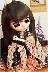Hinagiku ( Z u R i ) Tags: house japanese outfit doll handmade dal jp geisha wig yukata groove kimono pullip rement diorama leeke obitsu junplanning rewigged youtsuzu hanaayame pullipyoutsuzu orientalseasons