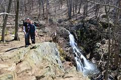 Tom and Anna hiking in Shenandoah National Park (Posti8) Tags: virginia nationalpark hiking shenandoah blueridgemountains shenandoahnationalpark